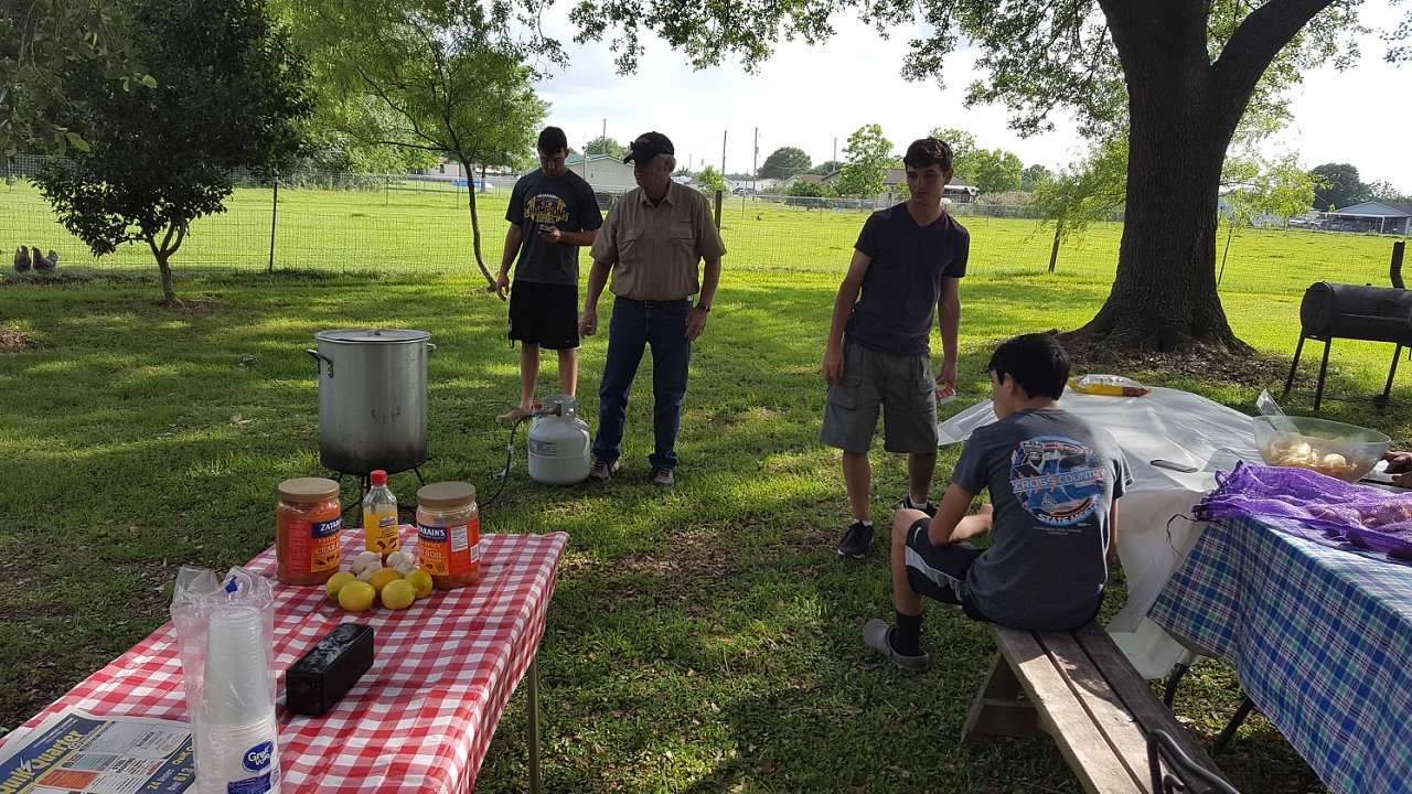 our maker u0027s acres family farm a crawfish boil for russ
