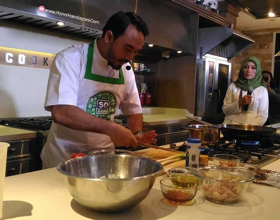 chef ari galih demo memasak produk so good